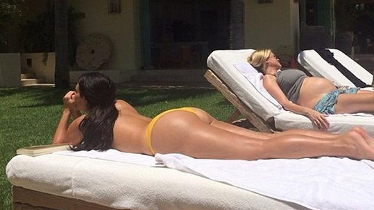Kim Kardashian s těhotnou kamarádkou Abbey Wilson