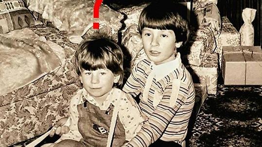 Kdo je ten chlapec v pruhovaném?