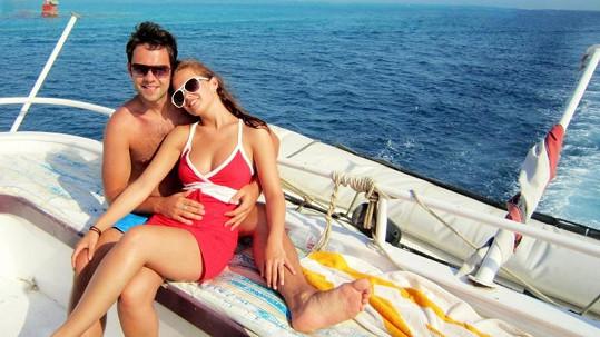 Michael Foret se svou krásnou přítelkyní v Egyptě.