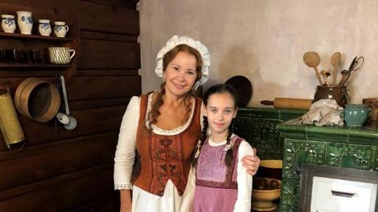 Kamila Magálová s Charlotte Gottovou v pohádce Když draka bolí hlava