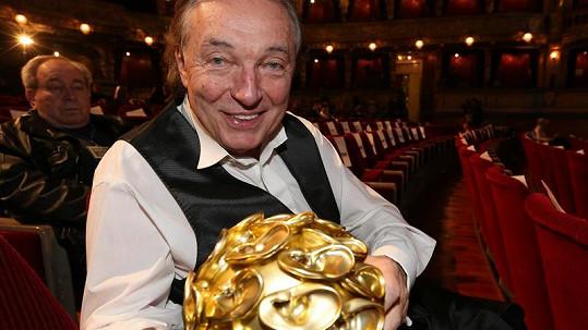 Karel Gott s cenou pro Hvězdu internetu.