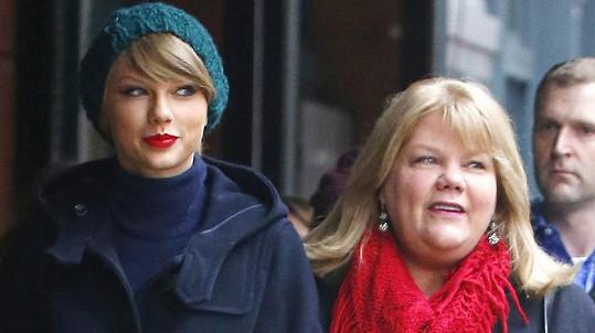 Taylor Swift a její maminka