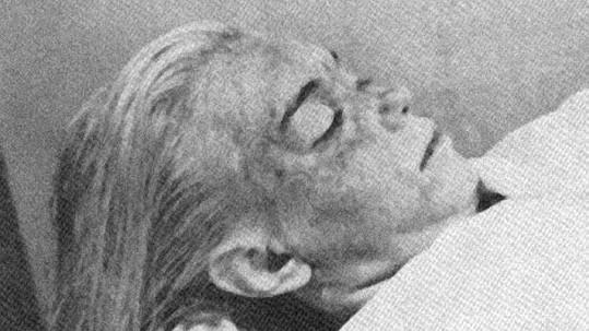 Marilyn Monroe 5. sprna 1962, kdy byla nalezena mrtvá.