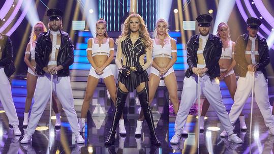 Jordan Haj se převtělil do jedné z nejvíc sexy zahraničních zpěvaček.