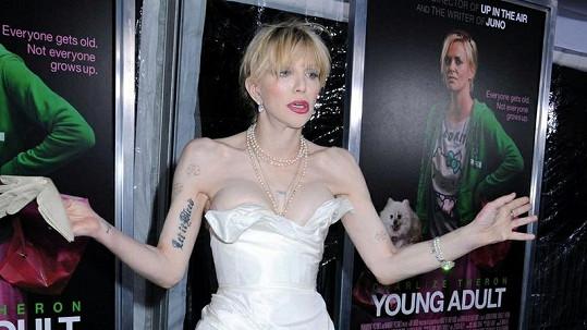 Na Courtney Love byla vidět každá kost.