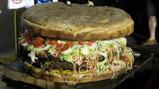 Tohle je největší hamburger světa.