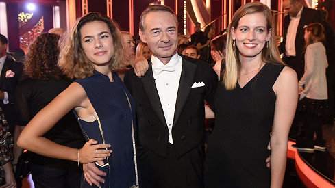 Dvořáka přišla podpořit dcera (vlevo) a přítelkyně.