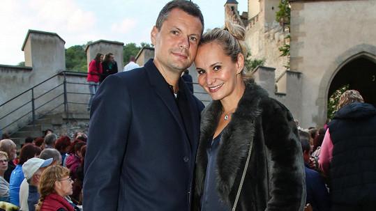 Tomáš Horna a Monika Absolonová. Zpěvačka začátkem května oznámila rozchod.