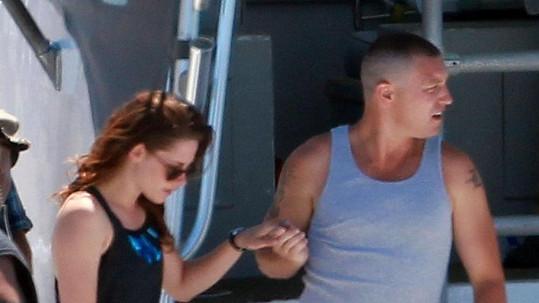 Kristen s Lanem společně natáčeli film Camp X-Ray.