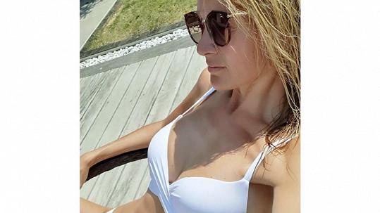 Iveta Vítová se letos poprvé ukázala v plavkách.