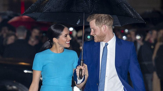 Vévoda a vévodkyně ze Sussexu dorazili do Londýna