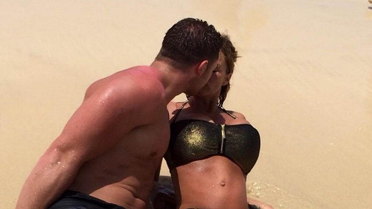 Katie Price s manželem Kieranem Haylerem na dovolené na Kapverdách