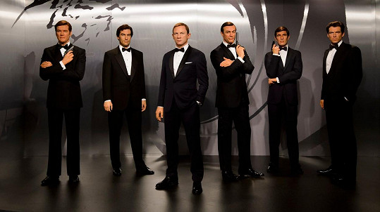 Všichni Bondové na jednom místě? V londýnském muzeu Madame Tussauds.