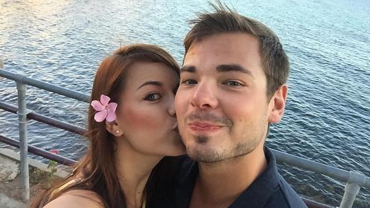 Karolina Gudasová a Michal Neuvirth se zasnoubili.