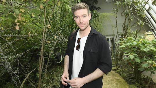 Herec slavnostně zahájil 18. ročník výstavy motýlů v botanické zahradě v Troji.