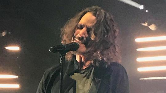 Chris Cornell na středečním koncertu v Detroitu