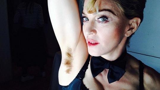 Madonna opět šokuje.