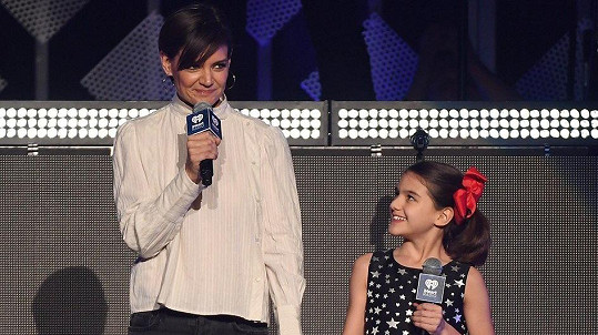 Katie Holmes s dcerou Suri v Madison Square Garden