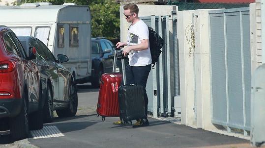 Jakub Prachař přijel s jedním kufrem, odcházel se dvěma a s batohem