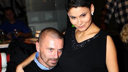 Vlaďka Erbová a Tomáš Řepka budují nové hnízdo.
