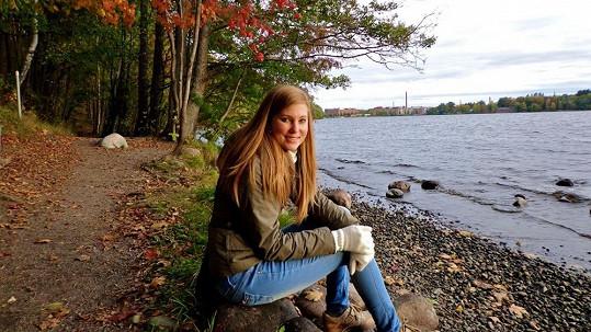 Mladší sestra Sandry Parmové je krásná slečna.