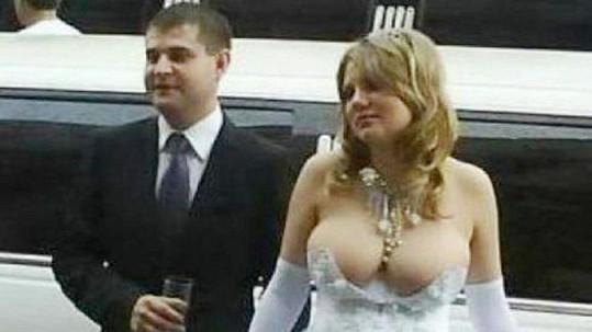 Tato nevěsta rozhodně nebude stydlivá.