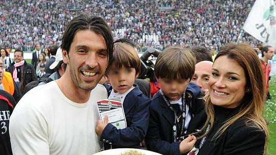Alena Šeredová s manželem a syny slavila úspěch fotbalového týmu Juventus Turín.