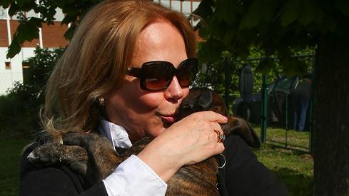 Dagmar Havlová se štěňátkem