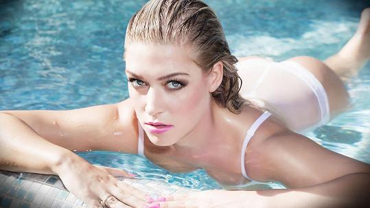 Tyto snímky fotila Dominika v mrazu ve venkovním bazénu.