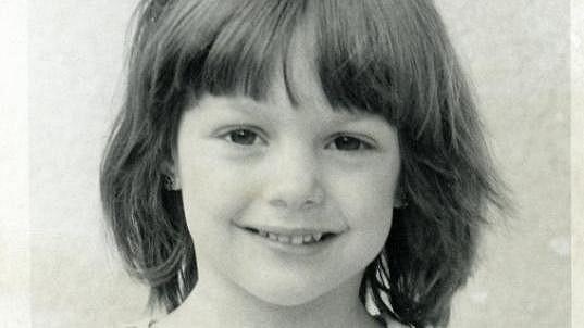 Poznáte holčičku se šibalským úsměvem?