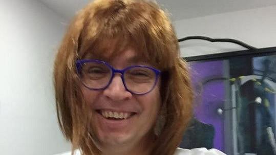 Roman Šmucler převlečený za zdravotní sestřičku