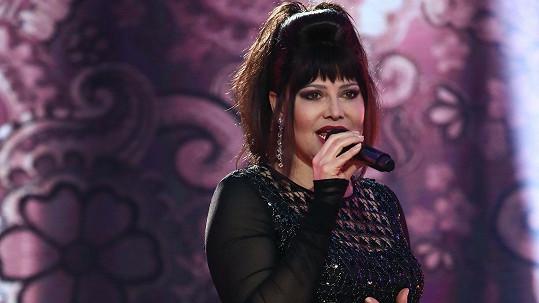 Ilona na natáčení televizního pořadu, kde si střihla nesmrtelné Tornero.