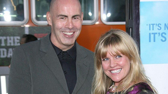 Ashley Jensen a Terence Beesley na archivním snímku