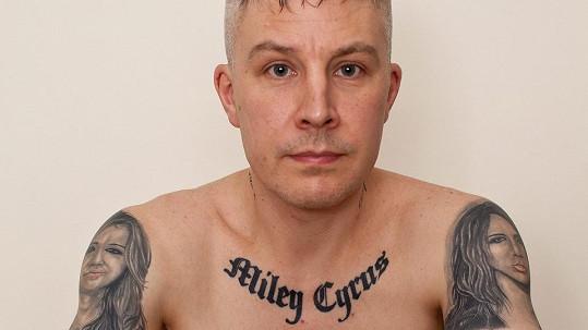 Carl McCoid dnes tetování lituje...