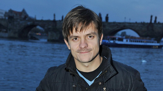 Jiří Mádl slaví úspěchy se svým režisérským debutem.