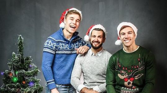 David Kremeň (uprostřed) s kolegy Davidem Strnadem a Kryštofem Novákem měli vánoční focení.