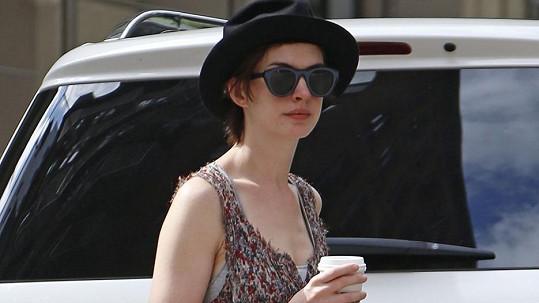Anne Hathaway v civilu