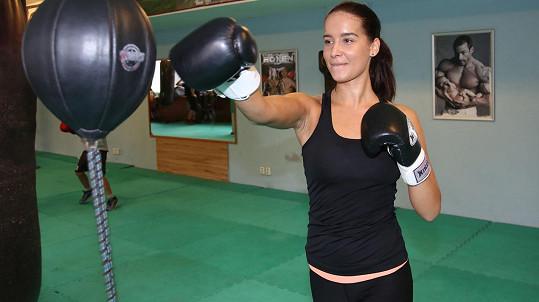 Nikola Buranská coby drsná boxerka