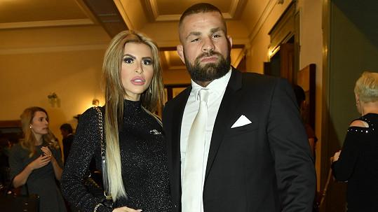Karlos Vémola s přítelkyní Lelou Ceterovou