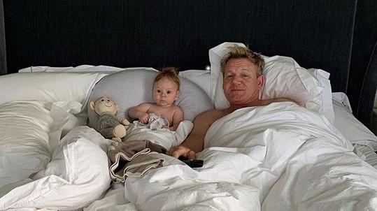 Gordon Ramsay se svým nejmladším potomkem.