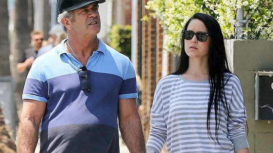 Mel Gibson se svou výrazně mladší partnerkou