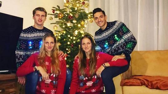 Dominik Volek s Kristýnou Plíškovou a Michal Hrdlička s jejím dvojčetem Karolínou
