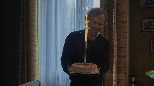 Viktor Dvořák slaví narozeniny jen 2 dny poté, co by bylo Václavu Havlovi 83 let.