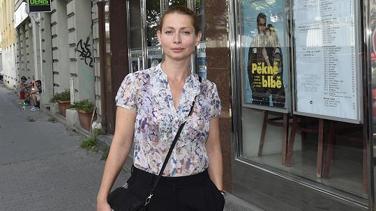 Talentovaná herečka jde z role do role.