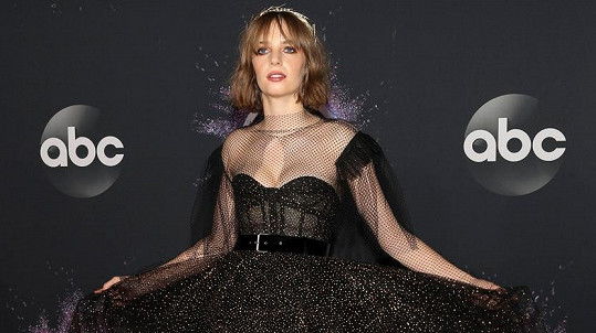 Maya Hawke na galavečeru American Music Awards