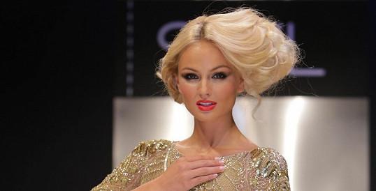 Jako skutečná princezna: Nejkrásnější žena planety oblékla šaty za půl mega