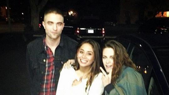Fanynka potkala své oblíbené hvězdy v baru v Los Angeles.