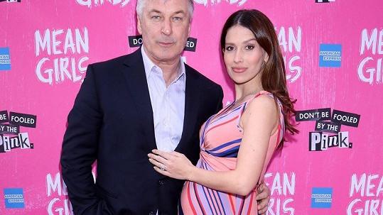 Alec Baldwin a jeho žena Hilaria čekají čtvrté dítě.
