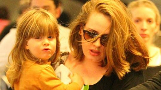 Angelo je malou kopií Adele.