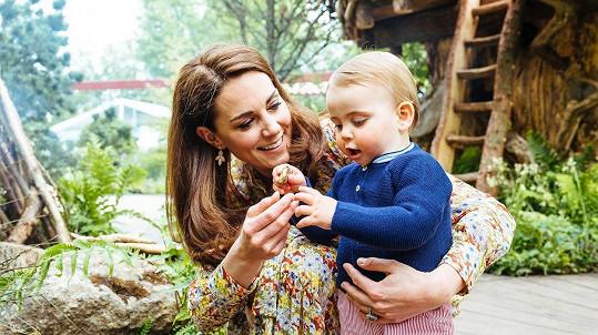 Vévodkyně Kate s malým princem Louisem